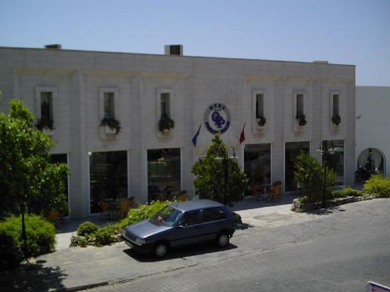 Hotel Parkim Palas: Front of the Parkim Palas