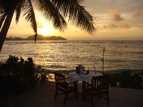 Tokoriki Island Resort: Sunset dinner by the beach side