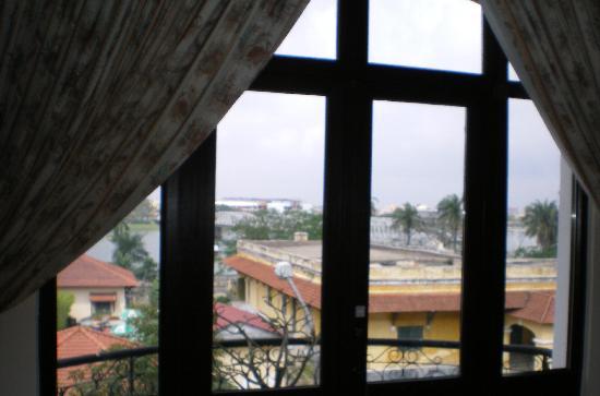 Hotel Saigon Morin: Looking toward the river
