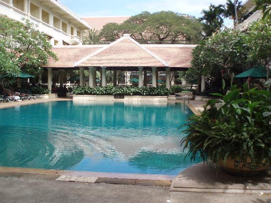 Raffles Hotel Le Royal: Pool area