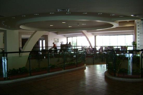 Kinar Holiday Village : inside the main building- staircase leading down to meeting rooms/upstairs lounge