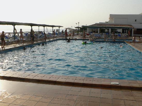 Hotel Riu La Mola : Piscina