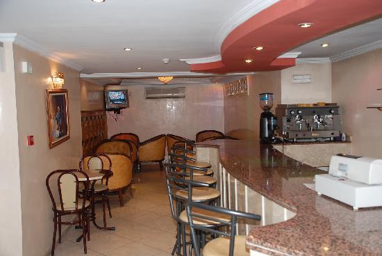 Hotel Perla: Café