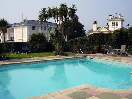 Riviera Lodge Hotel Torquay: Pool & Garden