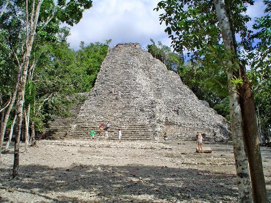Ruinas de Coba: la piramide de Cobá