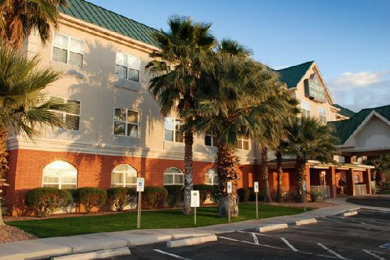 Country Inn & Suites By Carlson, Tucson Airport: Exterior shot of the Hotel