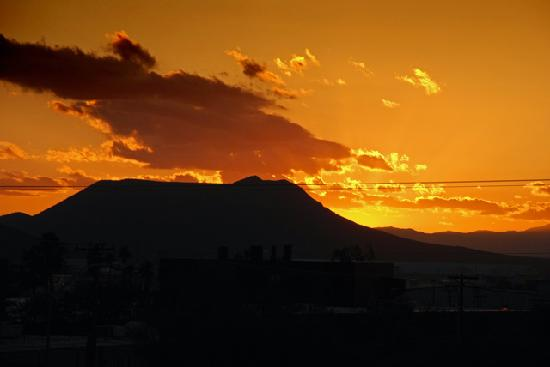 Country Inn & Suites By Carlson, Tucson Airport: Sunset over Arizona, from hotel room