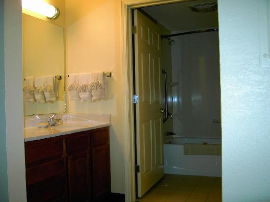 Residence Inn Boston Franklin: Residence Inn franklin bathroom