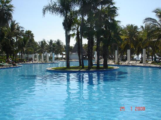 Mayan Palace Nuevo Vallarta: More of the never ending pool