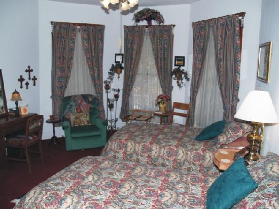 Silk Stocking Row: Renaissance Room