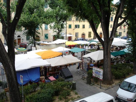 Residenza Santo Spirito - Antica Dimora: Artisans Sunday Crafts Fair in Piazza Santo Spirito, Florence
