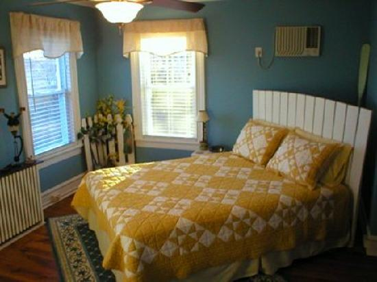 Stirling House Bed and Breakfast : The Shelter Island room