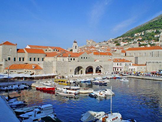 Dubrovnik, Hırvatistan: Puerto antiguo, visto desde la muralla