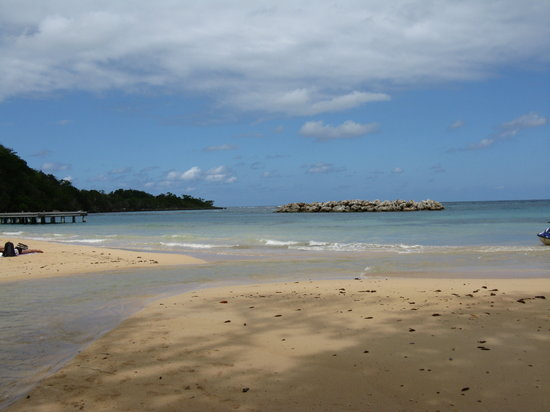Ocho Rios, Jamajka: Beach at the base of the falls
