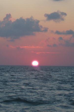 Pelican Reef Villas Resort : Belize sunset