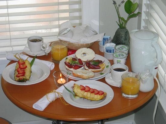 Jensen's Bay Bed and Breakfast: Lovely breakfast in our room