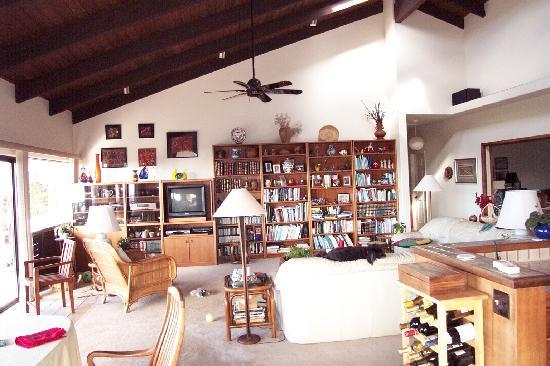 Hale Ikena Nui: Great Room