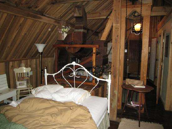 Ledford Mill Bed and Breakfast: The Loft