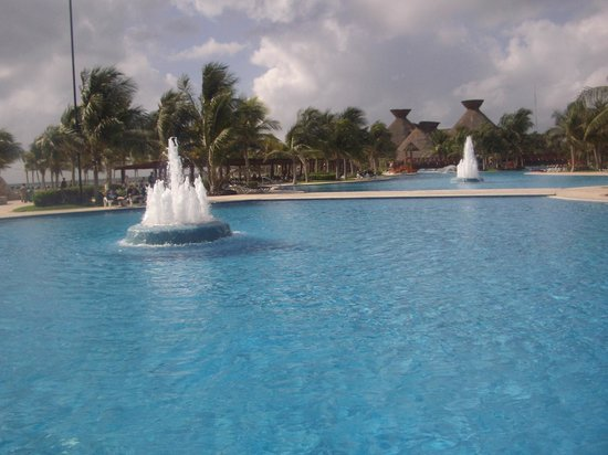 Hotel Barcelo Maya Beach: Pool