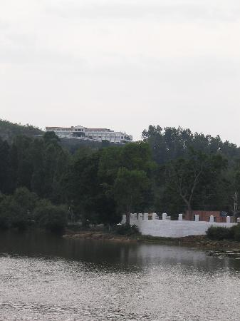 Grand Palace Hotel & Spa Yercaud: the hotel from the lake