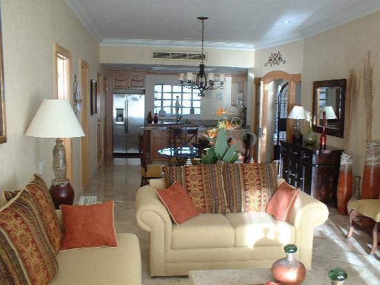 Villa La Estancia: Living - Dining - Kitchen