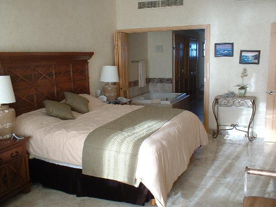 Villa La Estancia Beach Resort & Spa Riviera Nayarit: Master Bedroom of 2 bd unit