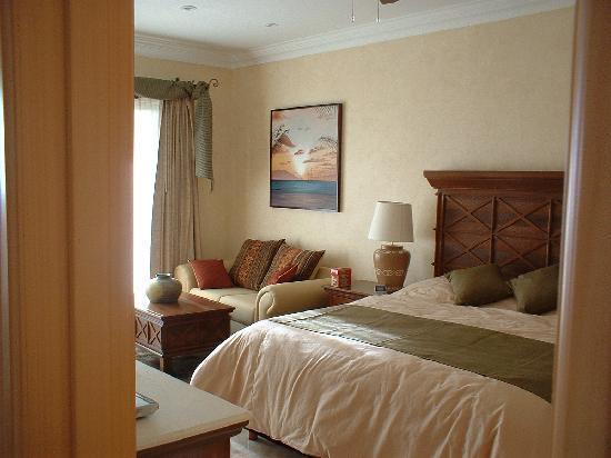 Villa La Estancia Beach Resort & Spa Riviera Nayarit: Master Bedroom from Livingroom