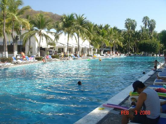 Gran Festivall All Inclusive Resort: The main pool, main buffet on left side. Lunch buffet behind me