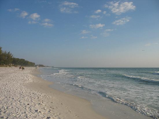 Sandpiper Inn beach