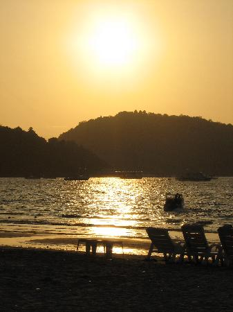 Patong Inn Hotel: Patong Beach in late afternoon