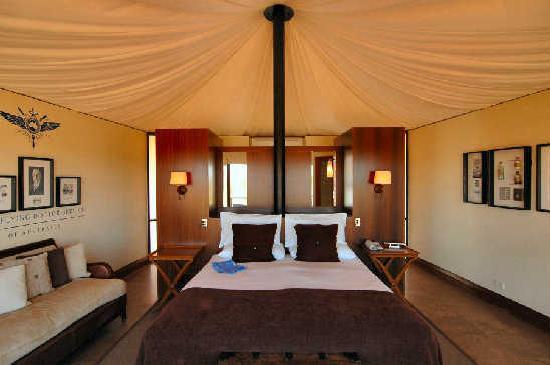 Longitude 131 : Tent