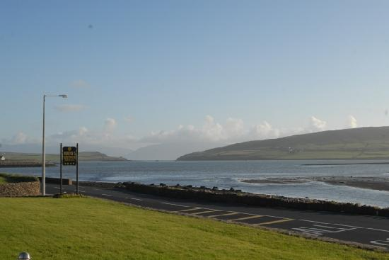 Heaton's Guesthouse: View from Heatons across Dingle Bay