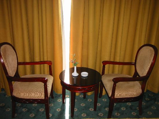 Rama Hotel: chairs to sit and play poker at....