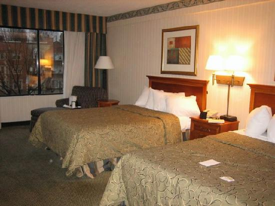 holiday inn boston brookline now 77 was 1 1 0. Black Bedroom Furniture Sets. Home Design Ideas