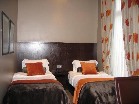 Radisson Blu Edwardian Sussex Hotel : Twin beds