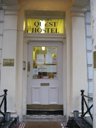 Astor Queensway Hostel: Front Door to the Astor Quest