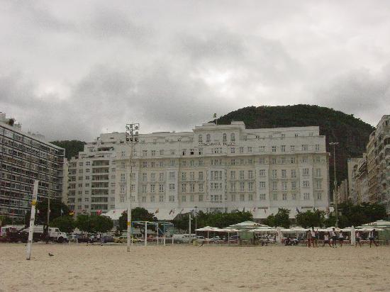 Belmond Copacabana Palace: Looking at the hotel from the beach