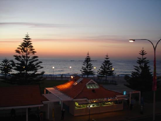 Surfside Backpackers : view from balcony