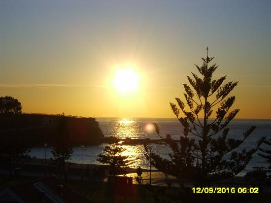 Surfside Backpackers : sunrise in coogee