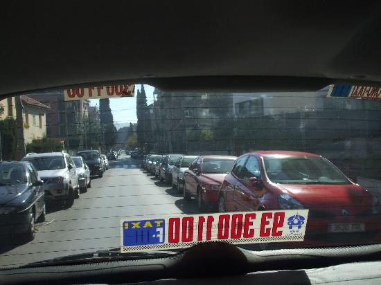 Tres Torres Atiram Hotel: View of street from back of taxi