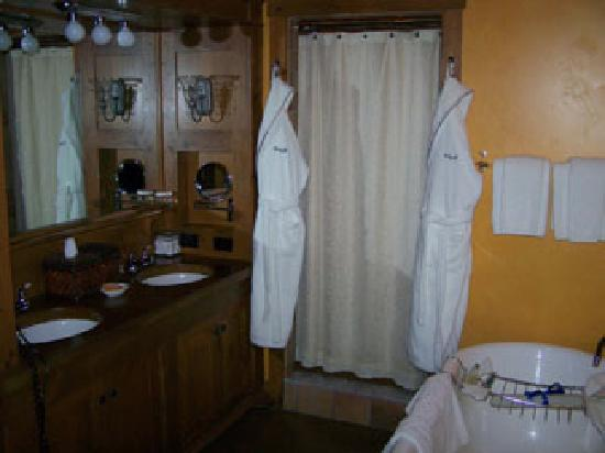 Skaneateles, นิวยอร์ก: Our bathroom- http://www.mistari.com/mirbeau.php