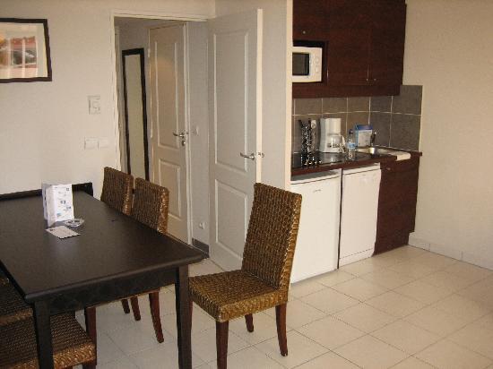 Adagio City Aparthotel Monte Cristo : Living Room