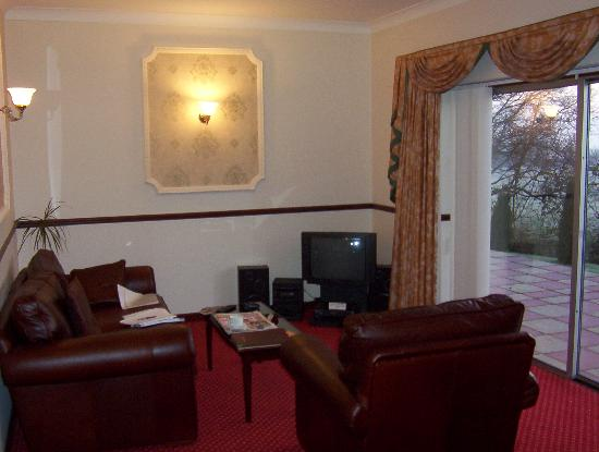 The Hollies Hotel: Lounge in our Suite