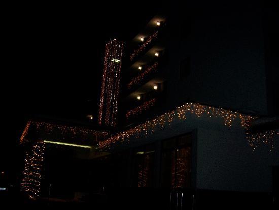 Hotel Belmont at night