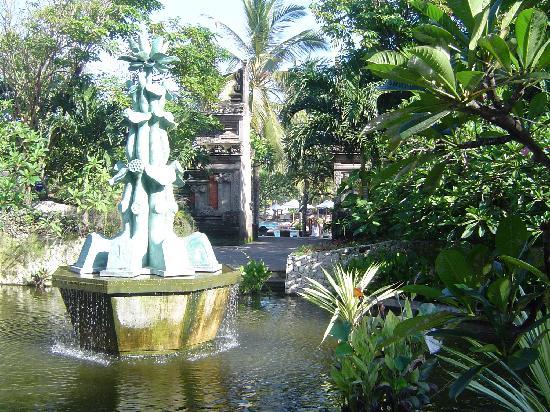 Padma Resort Legian: outside garden club