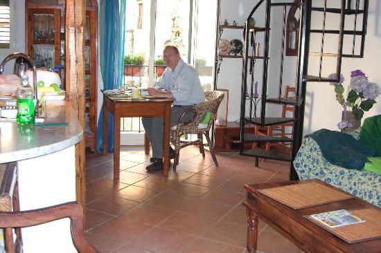 Chez Jasmine: Breakfast in front of balcony