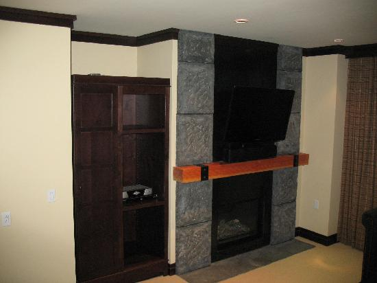 Nita Lake Lodge: Studio Fireplace/ TV/ Closet?