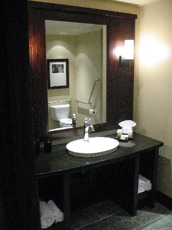 Nita Lake Lodge: Bath Sink