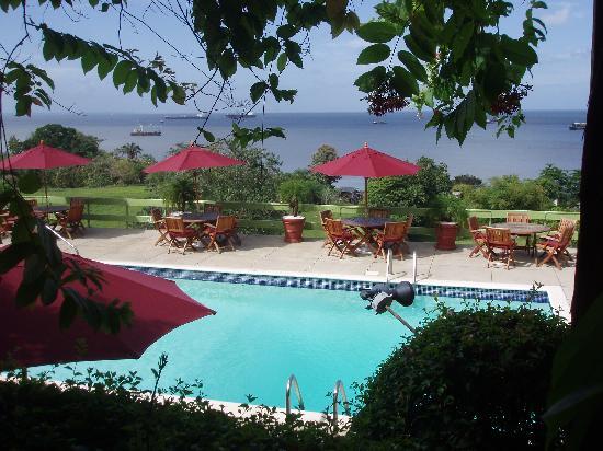 Cara Suites: The pool