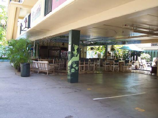 Waikiki Beachside Hostel: common room of hostel